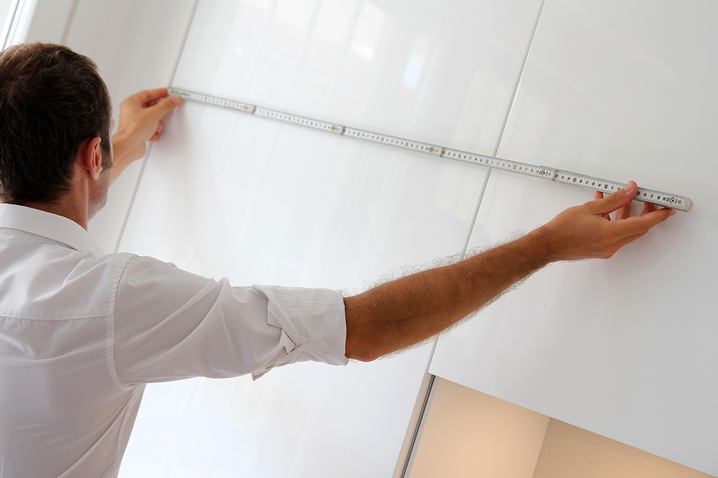 man taking measurements for kitchen remodel